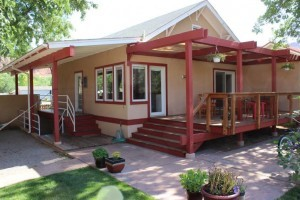 Stella Ruby Cottages - Pet Friendly Cottages! :: Three unique cottages located a half block from downtown Moab! Cottages include a living area, kitchens, & are pet friendly. Shared large yard space, BBQ area, & hot tub.