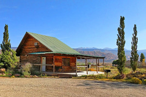 St. Dane's Cabins - close to downtown Moab :: Simple and affordable cabins, sleeping up to 4 each, with ample parking and private entrances to each unit. SAT-TV, WiFi, private decks,pet friendly and super views of peaks.