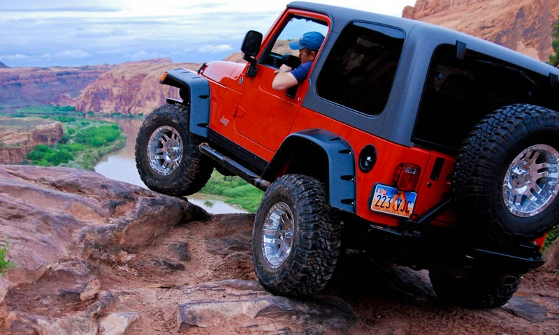 Jeep on the Moab Rim Trail
